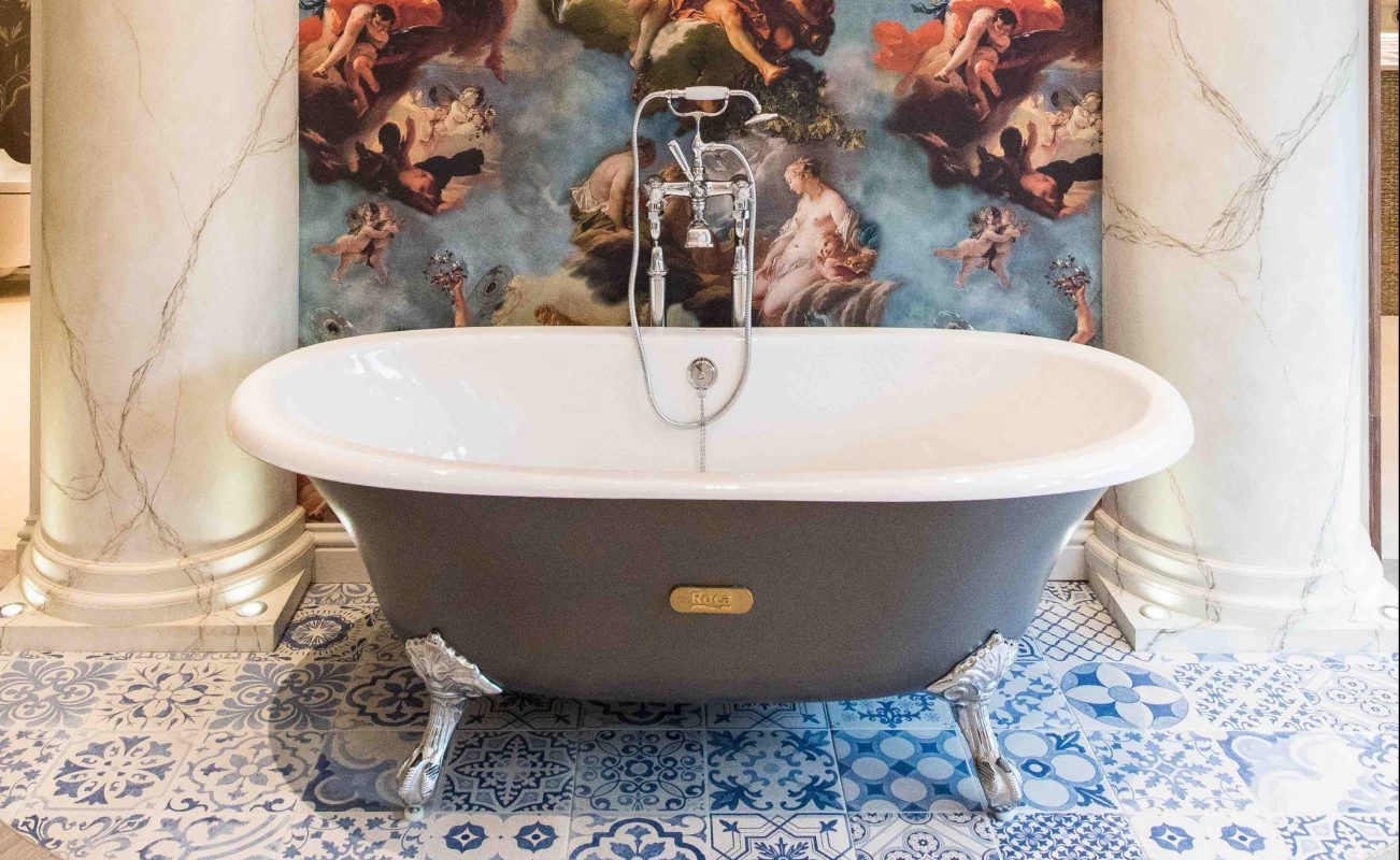 A free standing Roca ceramic bath with a vintage style